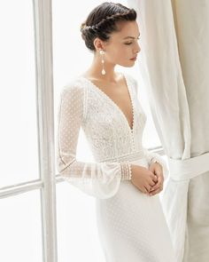 Marzo bridal 2019 rosa clara couture collection leading designers share the bridal trends set to dominate in 2019 Wedding Robe, Wedding Dress Chiffon, Wedding Attire, Wedding Gowns, Wedding Dress Sleeves, Stunning Wedding Guest Dresses, Long Wedding Dresses, Delicate Wedding Dress, Wedding Simple