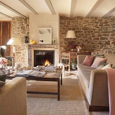 Casa Rustica en la Provenza / Rustic House in Provenza Home Living Room, Living Room Decor, Little White House, Moraira, Provence Style, Rustic Cottage, Cottage Ideas, Rustic Farmhouse, Design Case