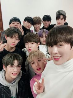 wanna one group photos are the cutest i swear :((( Jaehwan Wanna One, Nct, Twitter Update, Park Bo Gum, Guan Lin, Produce 101 Season 2, Kim Jaehwan, Ha Sungwoon, Team Pictures