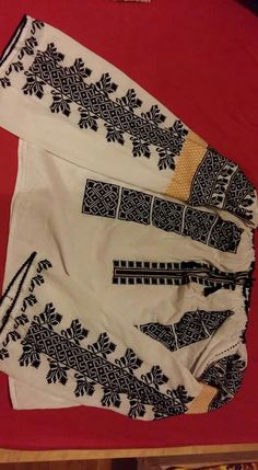 @semne cusute in Textile Patterns, Embroidery Patterns, Textiles, Felt Embroidery, Cross Stitch Embroidery, Folk Costume, Costumes, Embroidered Clothes, Blouses For Women