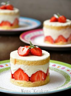 Frasiertaartjes/tortice od jagode i slaga Mini Cakes, Cupcake Cakes, Cupcakes, Baking Recipes, Cake Recipes, Dessert Recipes, Delicious Desserts, Yummy Food, Sweet Bakery