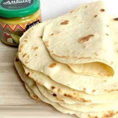 Aliment de base dans la cuisine mexicaine et d'Amérique centrale, la tortilla accompagne de nombreux plats. Découvrez nos 20 recettes pour déguster la fameuse galette de maïs. Olé !