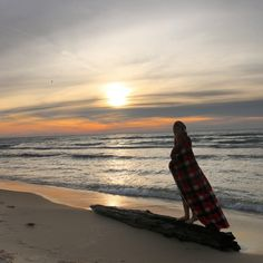 Here's our 6 favorite beaches to enjoy the beauty and serenity of Michigan's Great Lakes during winter!  #mittenlove