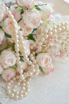 pearls.quenalbertini: Pearls and Roses | Ana Rosa