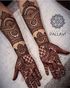 Simple Mehendi designs to kick start the ceremonial fun. If complex & elaborate henna patterns are a bit too much for you, then check out these simple Mehendi designs. Engagement Mehndi Designs, Latest Bridal Mehndi Designs, Full Hand Mehndi Designs, Legs Mehndi Design, Henna Art Designs, Indian Mehndi Designs, Mehndi Designs For Girls, Mehndi Designs 2018, Modern Mehndi Designs