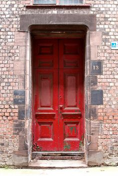 I want a house that can rock a red door.
