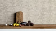 Porcellanato colorato in massa. 6 tinte e per ognuna 15 toni differenti. I formati minuti ricordano quelli del legno e del mattone. Permette tessitura ricca e interessante.