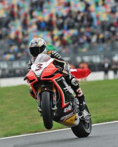 Max Biaggi y Aprilia campeones del mundo de Superbike 2012 Motorcycle Racers, Motorcycle Types, Motorcycle News, Racing Motorcycles, Sport Cars, Motor Sport, Super Bikes, Road Racing, Cool Bikes