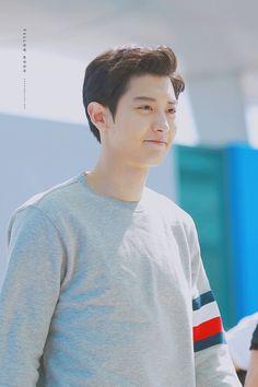 at Incheon airport. Why so handsome Chanyeol Cute, Park Chanyeol Exo, Kpop Exo, Kyungsoo, Exo Chanbaek, Chansoo, Kim Min Seok, Do Kyung Soo, Exo Members