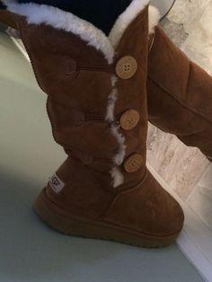 05f659e8088e Лучших изображений доски «UGG»  58   Uggs, Winter Boots и Boots