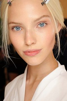 Show-stopper: the couture beauty looks to try this weekend gallery - Vogue AustraliaSoft pinks and peaches also look great on eyes and lips. Turn your cheek colour into a 3-in-1 power product. Tip: a cream blush will create a dewy, post-workout glow.