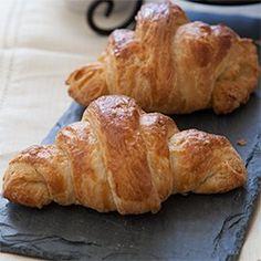 http://bobbiesbakingblog.com/blog/2013/02/27/gluten-free-croissant-recipe/