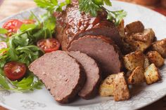 When it comes to traditional Czech Republic recipes you will often find it is made from outside influences rather than its own history. Good Food Image, Bread Dumplings, Bacon Roll, Beef Goulash, Baked Alaska, Mini Tart, Czech Recipes, Mince Meat, Cordon Bleu