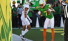 Oregon Dismisses Receiver Darren Carrington