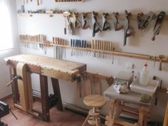 Julio Alonso's tiny shop (via benchcrafted)  I love this.  I need to organize like this with primary tools and sharpening within reach and everything else secondary.