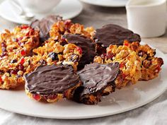 Florentine biscuits: Karen Martini's yummy biscuits are crumbly heavens in your mouth. Florentine Biscuits, Florentine Cookies, Biscuit Cookies, Biscuit Recipe, Breakfast Cookies, Cake Cookies, Cookie Recipes, Dessert Recipes, Desserts