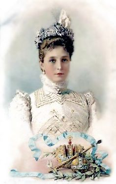 Portrait of Russian Empress ALEXANDRA FEODOROVNA ( nee Alix of Hess). Alix disliked dark gowns, preferring to wear white, pastels or her favorite color mauve.
