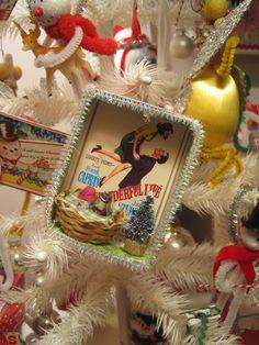 Miniature diorama ornament! So cute!