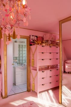 The Leading Ladies Behind Amara's Top Brands Answer Our Burning Questions Eaton House, Pink Closet, Retro Room, Cute Room Decor, Aesthetic Room Decor, Pink Room, Beauty Room, Dream Rooms, New Room