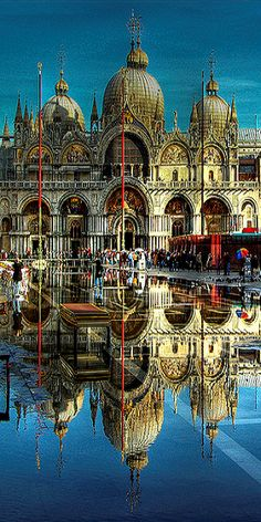 Piazza San Marco, Venice. The floating city. Fly Etihad & use your Hilton HHonors points to add an extra night or two to your trip in this amazing city! <3