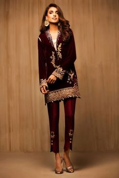 Velvet Pakistani Dress Designs 2016 and 2017 Collections buy Online New York, New Jersey, Maryland, Ohio, Illinois & California. Velvet Pakistani Dress, Pakistani Dress Design, Pakistani Outfits, Indian Outfits, Glamorous Evening Dresses, Women's Evening Dresses, Evening Dresses Online Shopping, Velvet Dress Designs, Party Kleidung