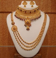 Light Weight Bridal Necklace sets from NAJ ~ South India Jewels Gold Jewellery Design, Bridal Jewellery, Gold Jewelry, Jewelry Designer, Handmade Jewellery, Wedding Jewelry, Jewellery Shops, Bridesmaid Jewelry, Earrings Handmade