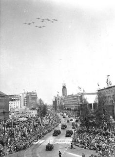 If you look closely you will see Dodge towing trailers with mortars. Rotterdam, Victory Parade, Canadian Army, Church Building, Wide Body, North Africa, Picture Show, Continents, Dodge