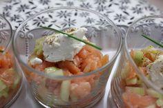 Verrines saumon fumé, pomme verte, concombre, quenelle de fromage de chèvre et touche de balsamique à la figue