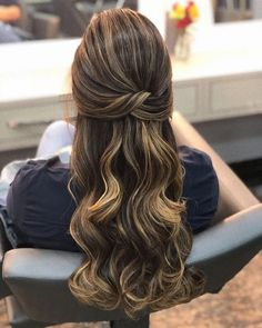 Simples 2019 ⇒ 49 Dicas Passo a Passo Pra Fazer Sozinha! -Penteados Simples 2019 ⇒ 49 Dicas Passo a Passo Pra Fazer Sozinha! Prom Hairstyles For Long Hair, Bride Hairstyles, Down Hairstyles, Easy Hairstyles, Hairstyle Ideas, Long Prom Hair, Gorgeous Hairstyles, Homecoming Hairstyles, Pageant Hair