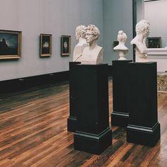 В обидках #vscoberlin #vscocam #museum #vsco #statues #завалискусством
