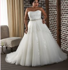 Strapless Wedding Dresses For the curvy bride shopping for a wedding gown can seem like a fashion nightmare. Will designers really admit that their most fabulous creations are crafted Plus Size Wedding Gowns, Wedding Dresses 2014, Cheap Wedding Dress, Wedding Dress Styles, Bridal Dresses, Gown Wedding, Tulle Wedding, Bridesmaid Dresses, Prom Dresses