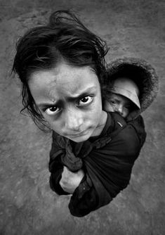 Poverty Photography, Narrative Photography, Documentary Photography, Portrait Photography, Poses, Top Imagem, We Are The World, Black And White Pictures, Black White
