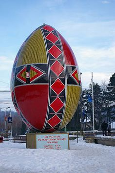 The world& largest Easter egg can be found in the Romanian city of Suceava. This fiberglass egg is over 7 meters tall. The worlds largest Easter egg can be found in the Romanian city of Suceava. This fiberglass egg is over 7 meters tall. Romanian Girls, Heavy Metal Art, Ukrainian Easter Eggs, Roadside Attractions, Bucharest, Egg Decorating, Eastern Europe, Cool Items, Worlds Largest