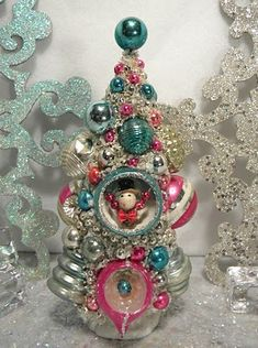 Christmas tree made of ornaments. Looks like vintage ornaments. I would use new that look vintage so I wouldn't ruin the vintage ones! Christmas Past, Merry Little Christmas, Pink Christmas, Christmas Holidays, Christmas Crafts, Christmas Mantles, Cheap Christmas, Christmas Balls, Retro Christmas Decorations
