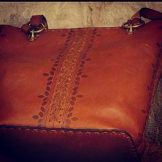 Braun echt Leder Handtaschen  Ledertaschen, Taschen, Geldbörsen und Accessoires aus Ägypten von Hand gefertigt vom Designer Sami Amin und Nevin Altmann erhältlich bei www.noor-design.me google.com/+NoordesignMe2014