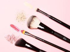 Welcher Schminkpinsel eignet sich wofür? Unser Make-up-Pinsel-Guide lüftet die versteckten Talente deiner Pinsel.