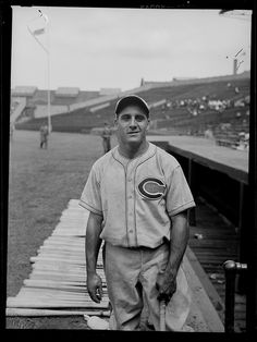 1936 - Cincinnati Reds first baseman Les Scarsella at Braves Field.