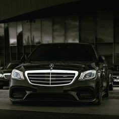 Мощный 2018 Mercedes-Benz passed the two-million mark in November, already surpassing its unit sales for the entire previous year. Mercedes Benz Suv, Mercedes Benz Wallpaper, Lexus Lx570, Mercedez Benz, Benz S Class, Benz Sprinter, Classic Mercedes, Gt Cars, Luxury Cars