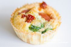 Breakfast Cupcake with egg, cheese and spinach. Breakfast Cupcakes, Ketogenic Recipes, Chorizo, Lchf, Feta, Spinach, Muffins, Clean Eating, Paleo