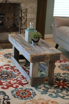 Do you need inspiration to make some DIY Coffe Table Decor In Your Home? Your coffee table is the focus of your living room and it's an outstanding place to experiment around with seasonal decorative products. Coffee Table With Shelf, Small Coffee Table, Coffe Table, Coffee Table Design, Coffee Coffee, Ninja Coffee, Coffee Table From Pallets, Coffee Table Upcycle Ideas, Coffee Break