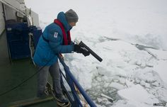 UM ANTARTICA, Ocean research LEADS T9 ENTRAPMENT BY SHEETS OF ICE