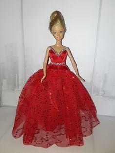 Barbie Evening Gown Barbie, Evening Gowns, Aurora Sleeping Beauty, Disney Princess, Disney Characters, Diy, Creative Crafts, Creativity, Clothing