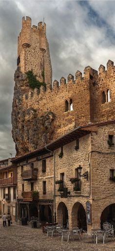 Frias Castle, Burgos, Spain. (12th-15th century).  (Photographer: Patrick Dobeson)
