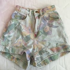 High waisted shorts Floral, very rare. American Apparel Shorts