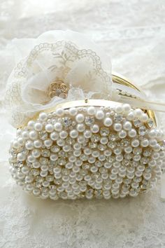 Gillyflower on Pearl-Diamond Evening Clutch Purse... Lovely!  - by Jennelise  Rose  --  http://jenneliserose.blogspot.com/2013/06/gillyflowers.html