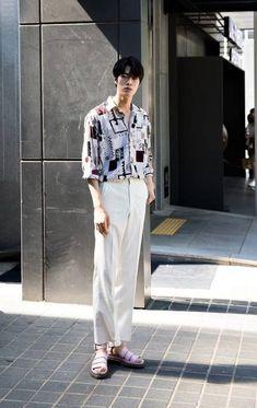 Korean street fashion image# 689 korean outfits and st Korean Fashion Summer, Spring Fashion Casual, Korean Fashion Trends, Japanese Street Fashion, Korea Fashion, Fashion Week, Asian Fashion, Fashion 2017, Male Street Fashion