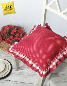 Il cuscino per sedia di Angelica Home & Country in versione a pois della Collezione Fiocchi Rossi