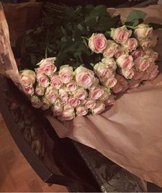the luxurious lifestyle Beautiful Red Roses, Pretty Flowers, Quran Quotes Love, Shade Flowers, Luxury Lifestyle, Flower Power, Floral Wreath, Cartier, Rug