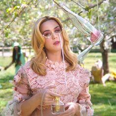 American Idol, Mtv, Katy Perry Wallpaper, Divas, Queens, Katy Perry Photos, Lindsay Lohan, Rachel Mcadams, Poses