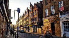 Where the streets are made of gold #dalegrimshaw #earlymorning #earlybird #bricklaneart #eastlondon #streetartculture #muralart #tv_streetart #londonstreetart #streetartlondon #londonlife #streetsoflondon #streetphotography #capturinglondon